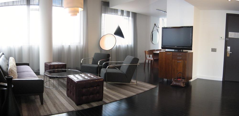 Room 910 - 023.jpg