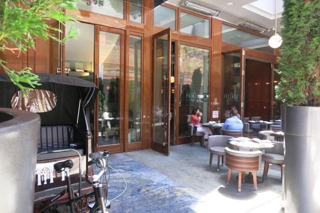 th_Hotel Hugo Entrance_0011.jpg