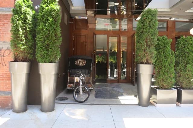 th_Hotel Hugo Entrance_0005.jpg