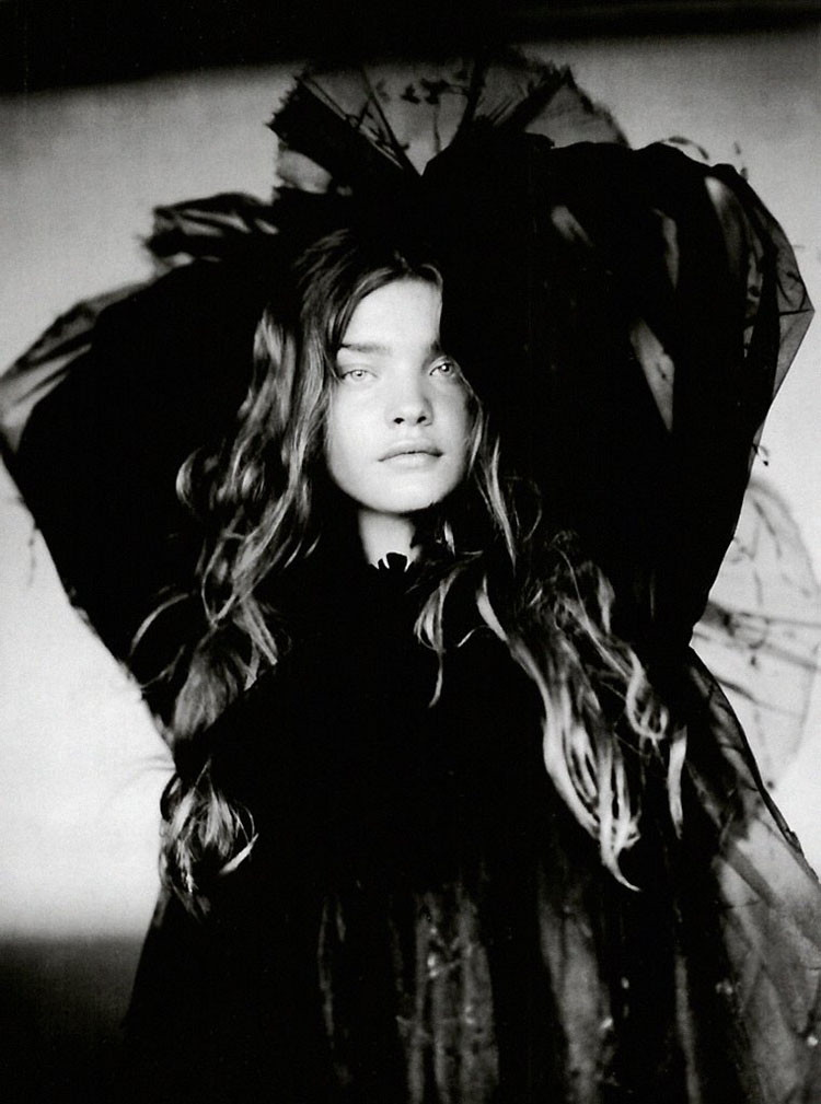 a-girl-of-singular-beauty-paolo-roversi-edward-enninful-vogue-italia-via-fgr4