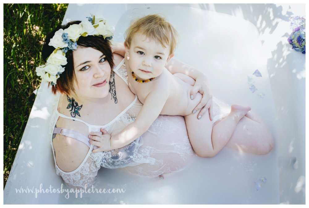 I love doing maternity milkbaths, especially when we can include the other tiny members of the family. So when Dawn (of My Unique Birth Story, Bonnieville) Hired me to capture her own birth story including a maternity milk bath and knowing her twins were due in the summer we decided to plan an outdoor shoot.