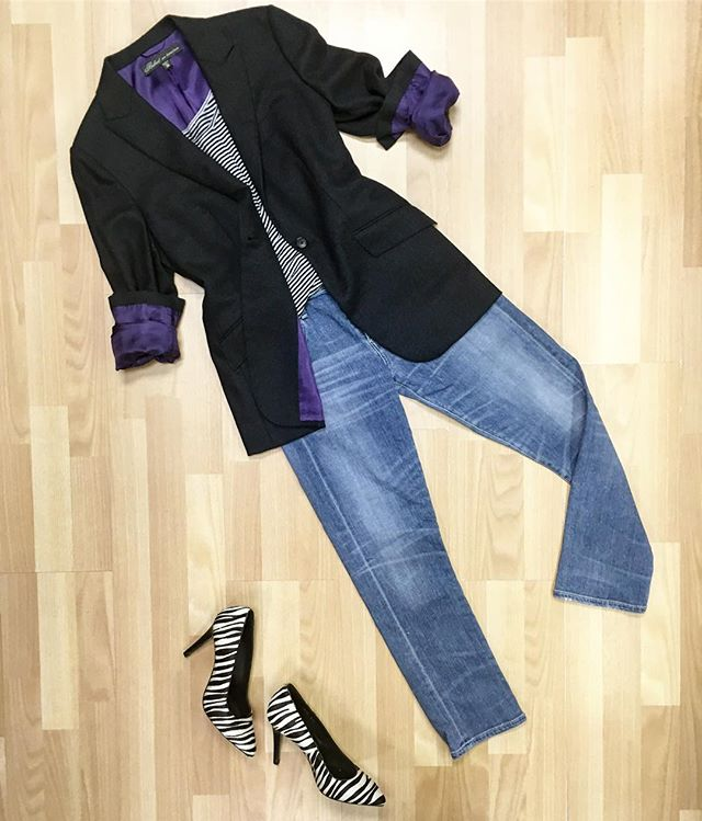 A sign of great quality clothing is great quality lining 👍 a touch of purple on this handmade @belvest cashmere blazer, paired with @citizensofhumanity jeans @thekooples pony hair pumps. All available online! Newtoyou.net #thekooples #belvest #citizensofhumanity #ootd #outfits #outfit #outfitinspo #outfitinspiration #fashion #fashionblogger #fashionstyle #style #styleblogger #consignment #consignmentboutique #consignmentshop #shopsmall