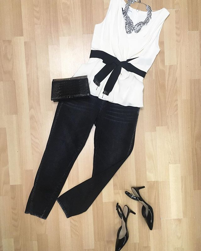 First Valentine's Day outfit idea: @oscardelarenta top and necklace, @amodenim jeans, @ninewest slingback heels and @ferragamo alligator clutch. All available in stores and online now! Newtoyou.net  #ferragamo #ootd #oscardelarenta #outfit #outfitinspo #outfits #outfitideas #valentines #valentinesdayoutfit #style #styleinspo #styleblogger #styleinspiration #styleideas #newtoyouinc #shopsmall #consignment #consignmentboutique #designerconsignment