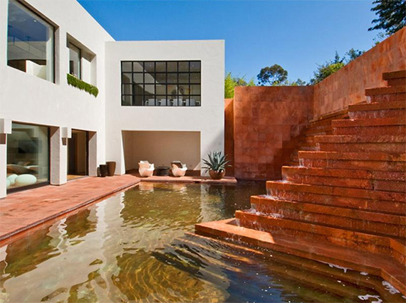 Campbell Divertimento House by Mexican architecture firm  Luis Barragan and Raul Ferrera