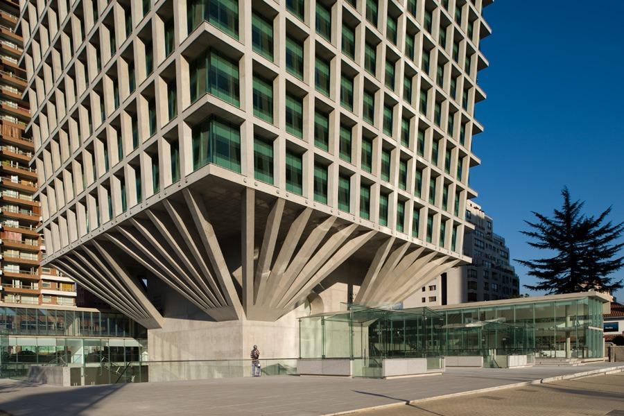 Izquierdo Lehmannn  - Cruz del Sur  building , Santiago 2009.