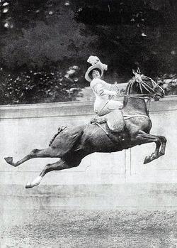 smartchickscommune :      Cirque Molier, 1880-1904       Source: Toronto Public Library /Retronaut