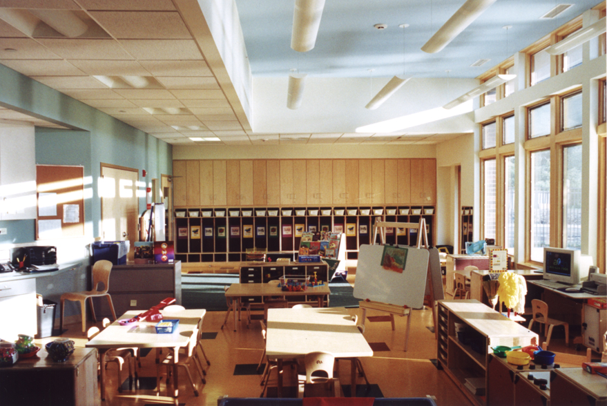 01.83_phopro-int-classroom view to cubbies small-150ppi-6x4.jpg