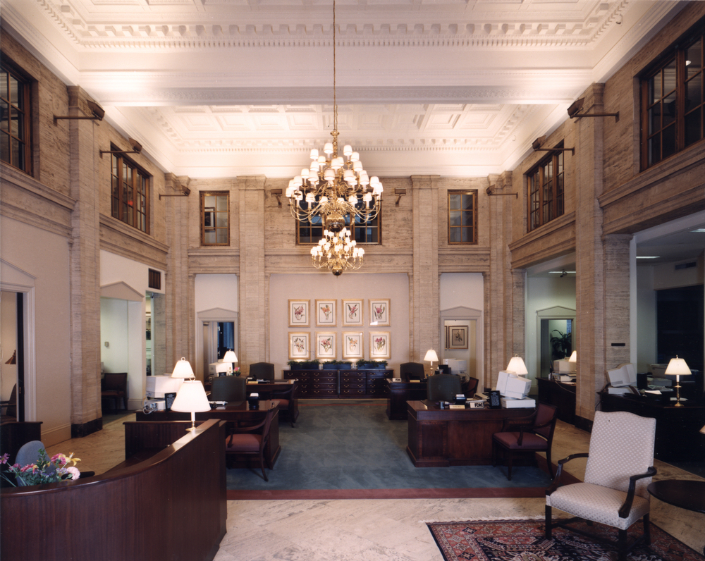 pho-int-banking hall horiz-300ppi-7x6.jpg