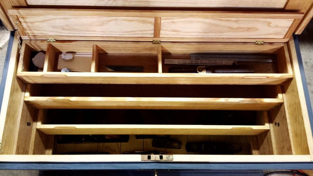 inside details of a traditional traveling tool chest