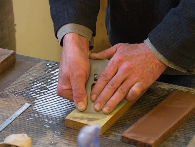 sharpening a hand plane blade