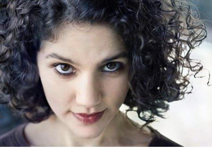 Laila Headshot.jpg