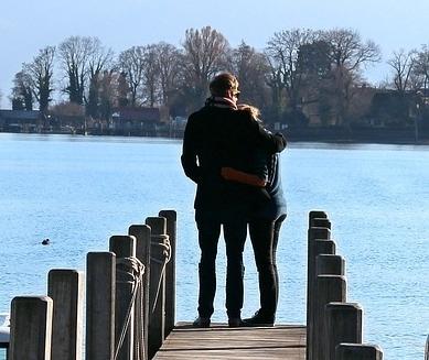intimate couple in pier.jpg