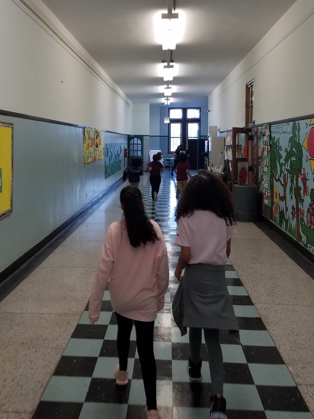 Students at Murphy running their warmup laps around the school during practice!