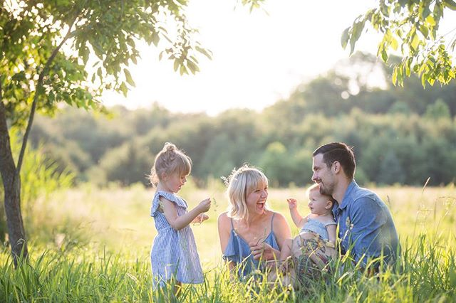 They pretended to build in their playroom daddy is currently renovating, played with peonies on mamas bed, threw sticks into the pond for Shamrock the chocolate lab...and little S turned her mama into a princess ✨Can't wait to share more of this beautiful families session!!