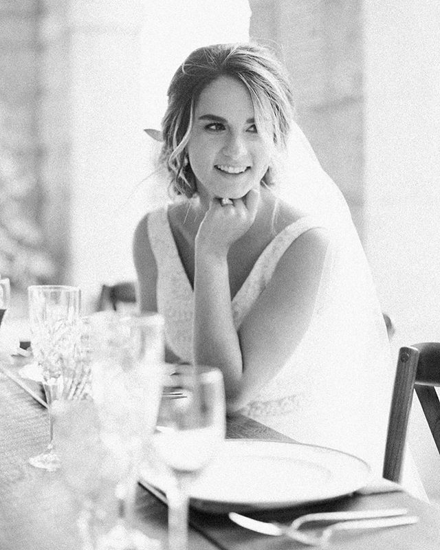 Black and whites have the ability to draw me straight into the emotion of an image. Our brides eyes and smile lit up while looking at her daughter doing something silly on the other side of the room 💓
