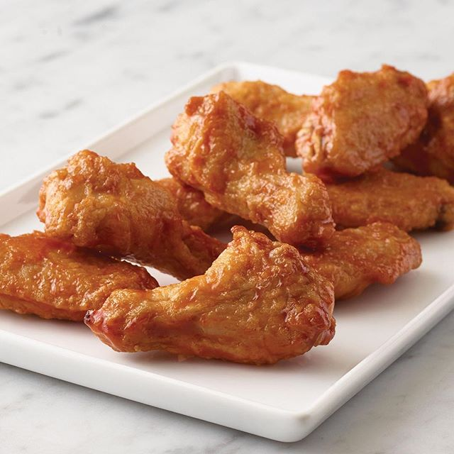 Wednesdays are wing night! .39 cents per wing. Plus any pizza only 9$. Double Long Island Iced Teas on for only 7.99$ all night. It's a beautiful day for patio.  @osborne_village @osbornevillager @corydontimes #patio #onlyinosborne #winnipeg