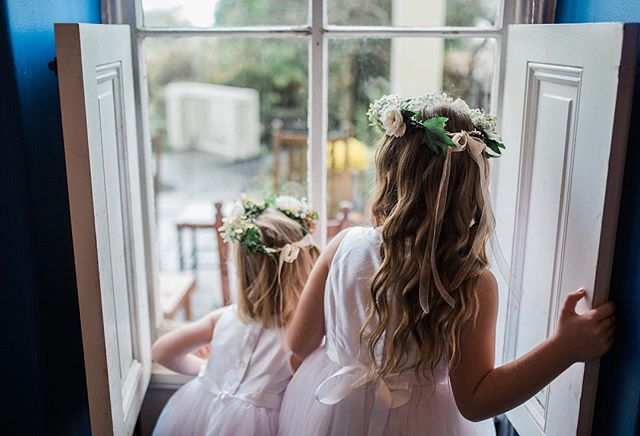 Love this moment of the flower Girls looking out the window in excitement checking out what was going on before the Ceremony started at Ben and Kimberly's wedding in NJ. I always love those little in-between moments that complete the story of the wedding day 📸. . . #weddingphotographer #travelingweddingphotographers #momentslikethese #mastinlabs #filmborn #newjerseywedding #chattanoogaweddingphotographer