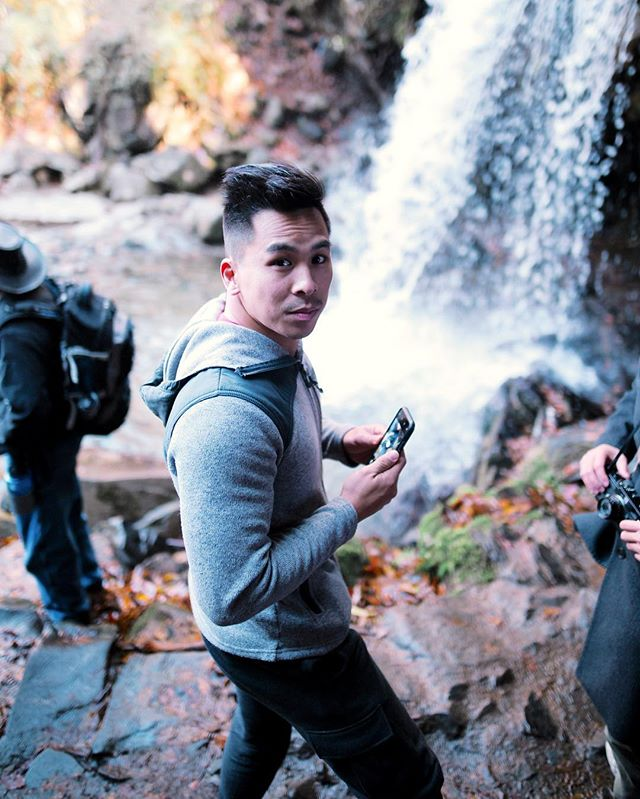 Great weekend trip in the Smoky Mountains with Crystal and some friends ☺️. Relaxing cabin on the mountains and gorgeous hike to Grotto Falls. . #mastinlabs #exploretocreate #hiketennessee #hikechattanooga #smokymoutains #grottofalls #chasinglight #filmborn #roamtheplanet
