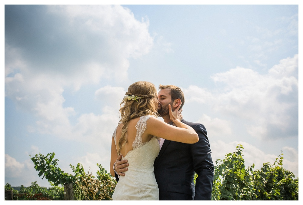Ravine Winery, wedding, romantic, Niagara-on-the-lake, Blush and Bowties, wedding dress, couple, Renae May, kiss, love