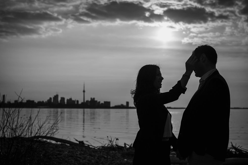 engagement-photos-Toronto-Danijelaweddings-beach-sunrise003.JPG