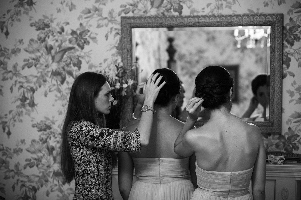 Bridesmaids getting ready for wedding in Niagara.