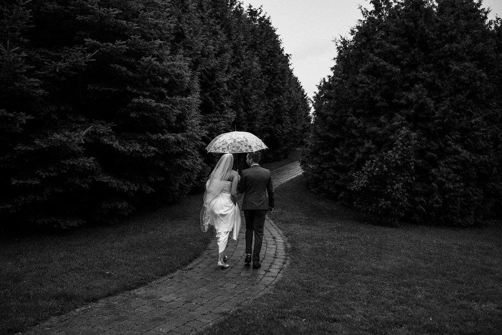 Kurtz-orchard-wedding-photos-danijelaweddings-rainy-romantic025.JPG
