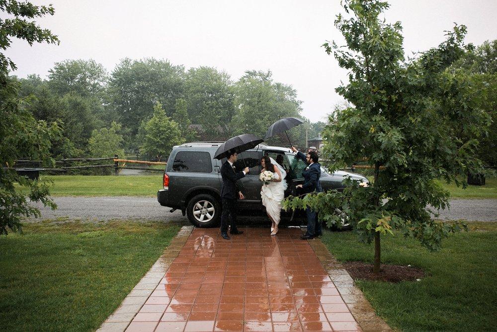 Kurtz-orchard-wedding-photos-danijelaweddings-rainy-romantic031.JPG