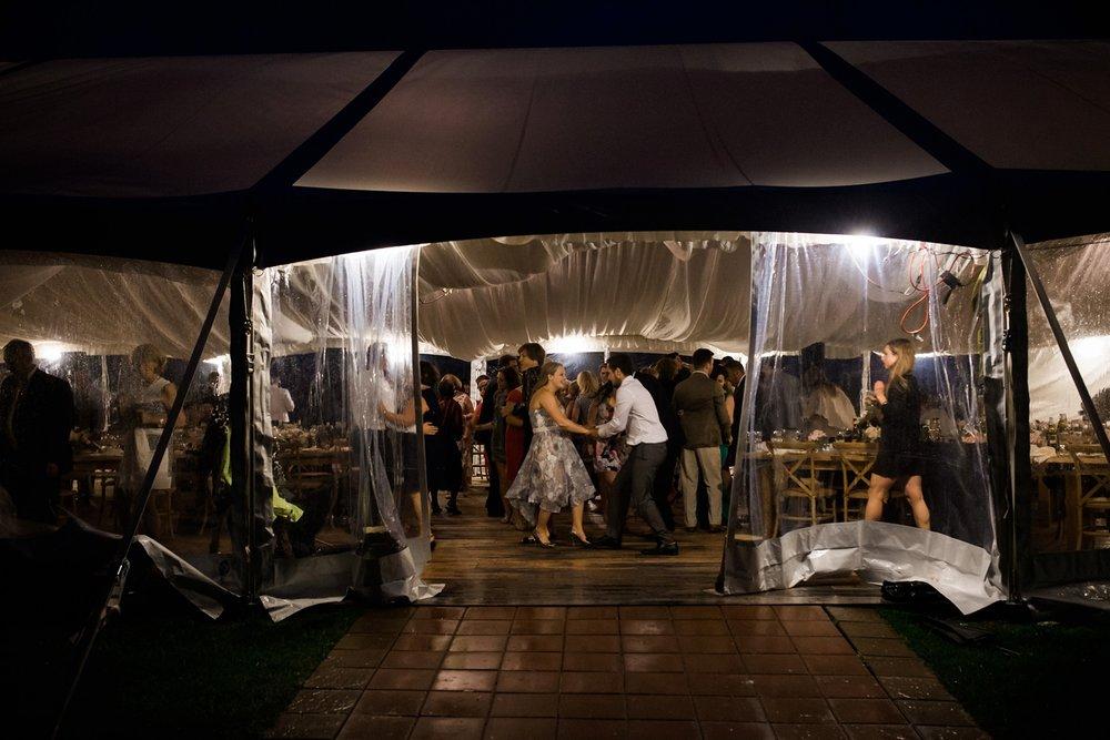 Kurtz-orchard-wedding-photos-danijelaweddings-rainy-romantic097.JPG