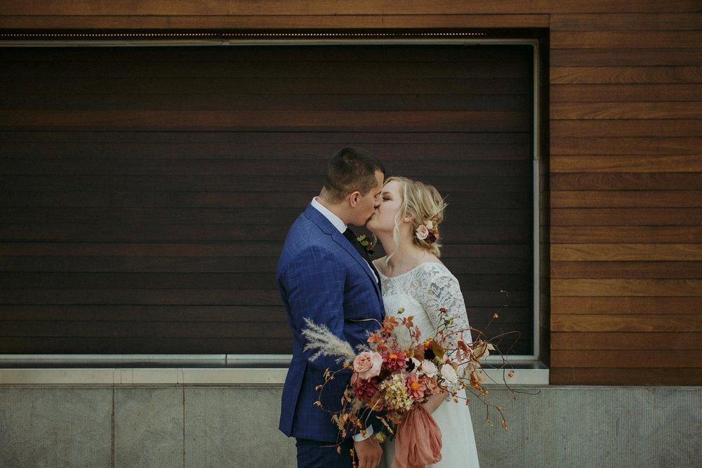 17-1021EJ-wedding-DanijelaWeddings-firstview0011.JPG