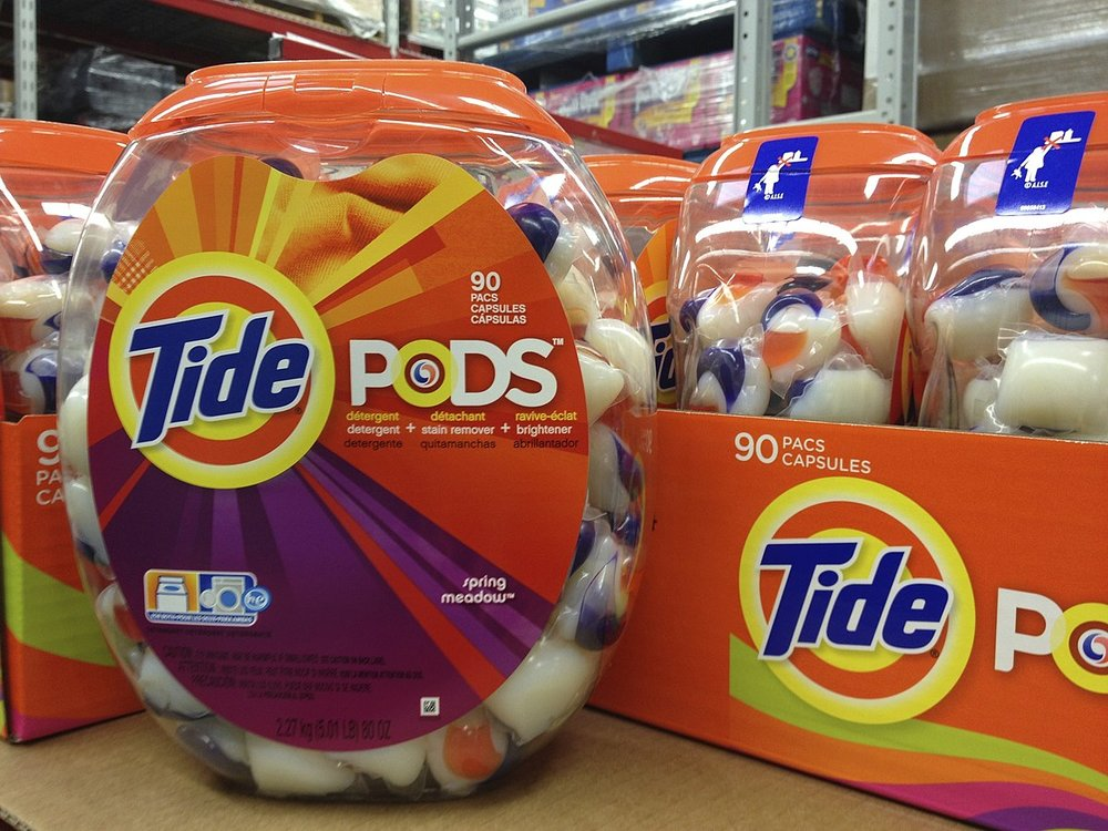 1200px-Tide_Pods_Laundry_Detergent_Capsules_(8422844630).jpg