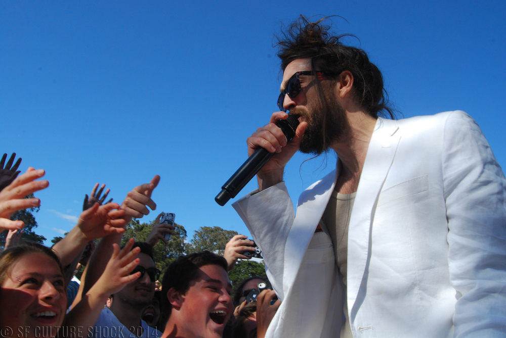 Headliner Edward Sharpe and the Magnetic Zeros