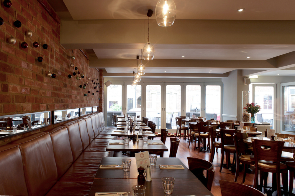 portabello_restaurant_designers_interior_architecture_oxford_rogue_designs_northern_lighting_unika_pendant