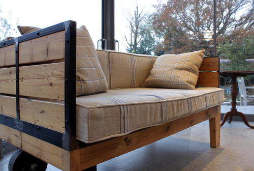 Rogue designs interior designers oxford workshop and for Arts and crafts daybed