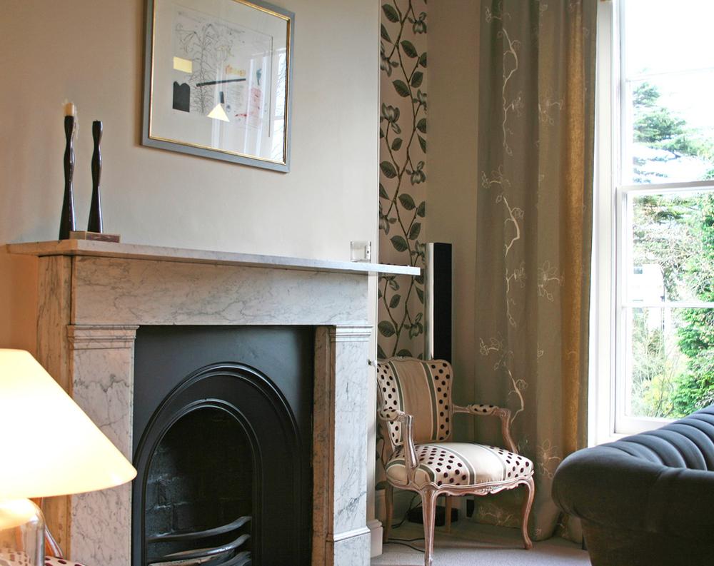 rogue_designs_oxford_interior_bookshelves_vintage_sofas_design (4).jpg