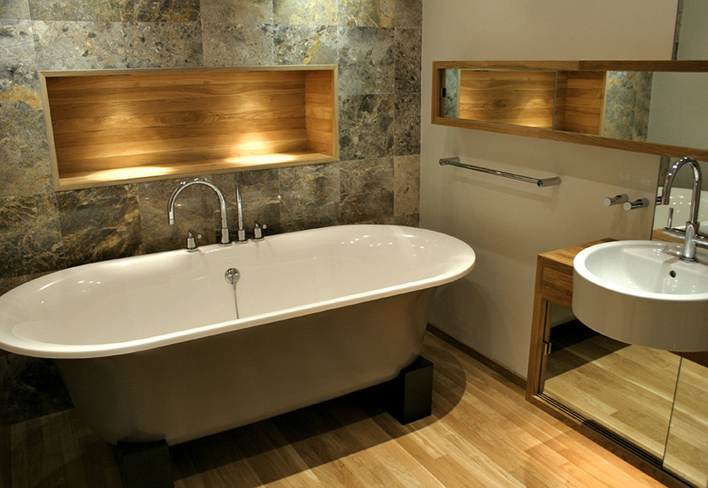 marble_bathroom_oak_alcove_shelving_rolltop_bath_rogue_designs_interior_designers_oxford