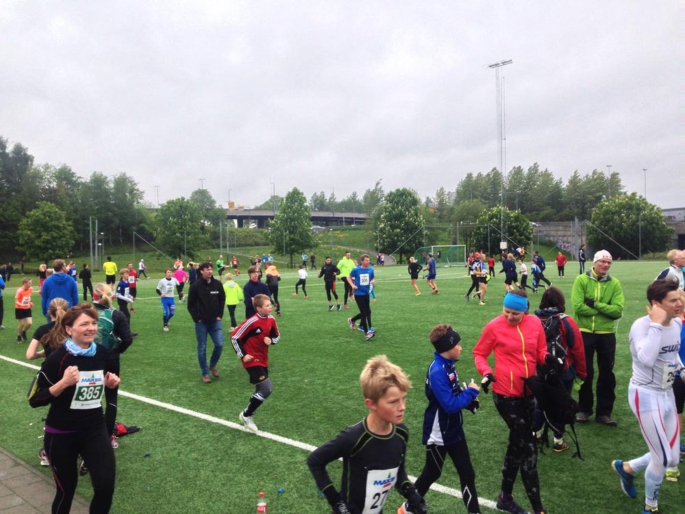 Startområdet, plenty med folk som løper, men ingen har funnet Grefsenkollen enda.