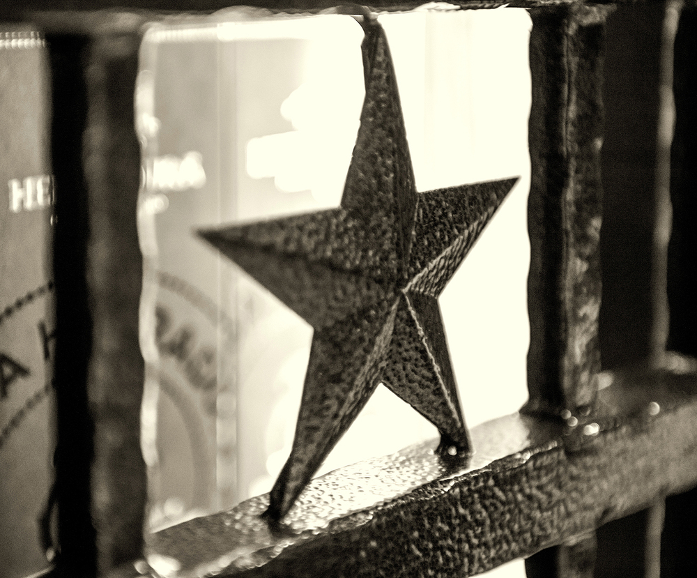 gate star b&w web.jpg