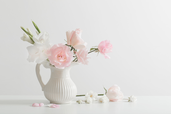 pink-and-white-flowers-in-vase-on-white-background-856668854_727x484.jpeg