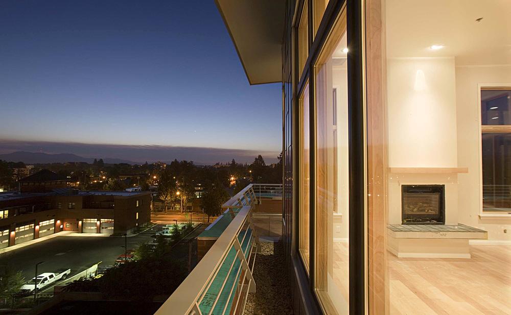 wT ext.balcony detail and city night_m.jpg