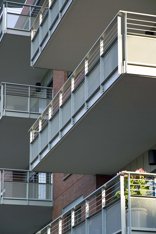 wT ext.balcony close.jpg