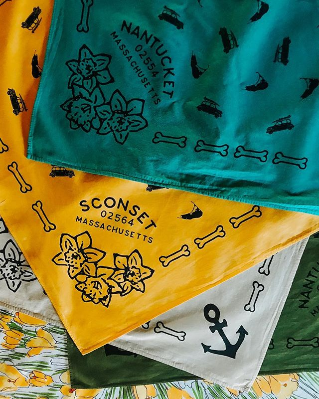 We still have Daffy bandanas 🎉 All sold out of yellow but a few left in green, beige and teal! Follow the link above to shop 💃💃