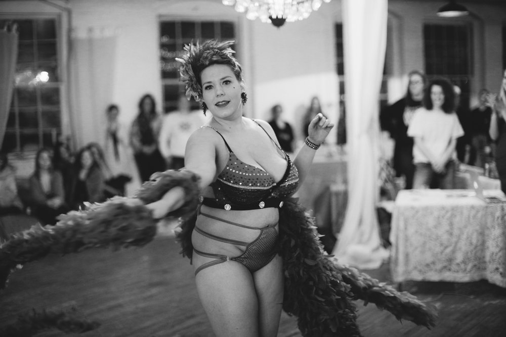 Hedy Harper  is always a dream. Her burlesque performances are reminiscent of traditional burlesque. With a both balloon and a feather boa performance, she had tassels twirling! We even had a few betties bouncing to see if they could recreate it!