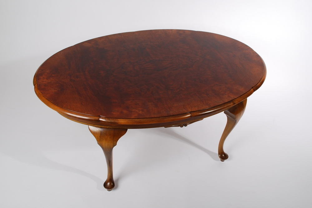 Rosewood oval coffee table, Queen Anne style early 20th century