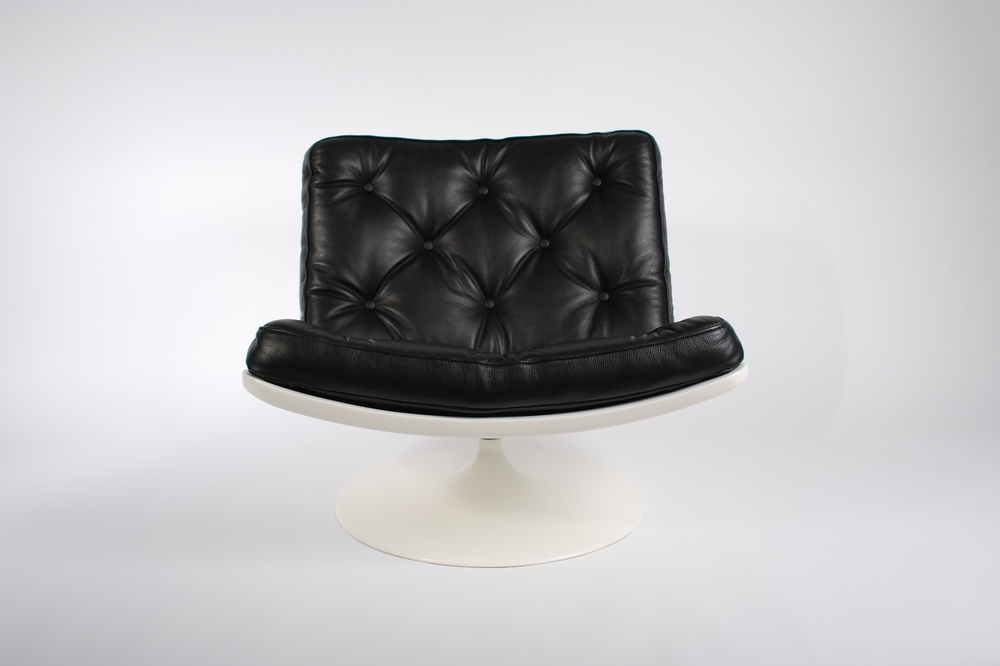 Artifort F976 Lounge swivel chair, designed by Geoffrey Harcourt in 1968, black leather