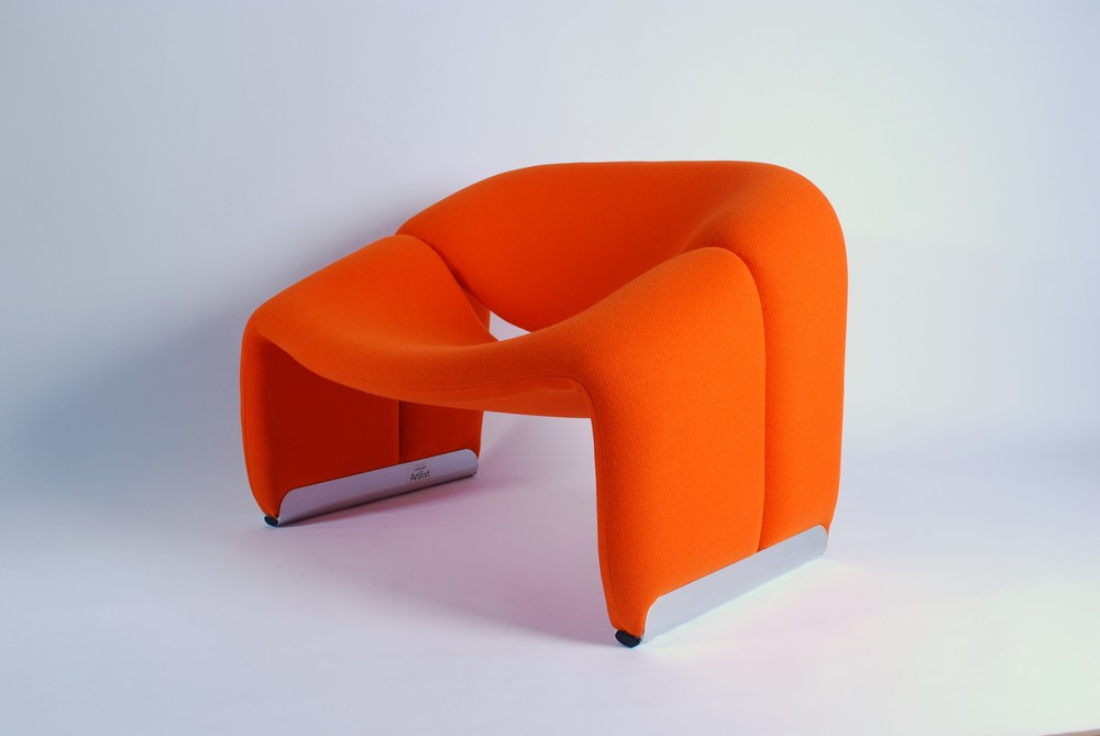 Artifort F598, Groovy Chair (M Chair)  Designed by Pierre Paulin in 1973.  Refurbished with fabric Kvadrat Tonus 3, color 125. Coated aluminium profile.  Classing vintage chair.  Excellent condition.