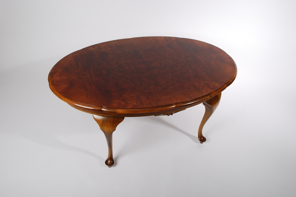 Rosewood Oval Coffee Table, Queen Anne Style, Early 20th Century