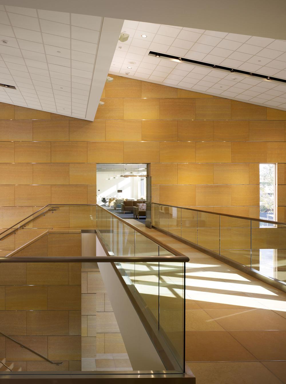 UCIrvine Douglas Hospital Interior - Lobby 04.jpg