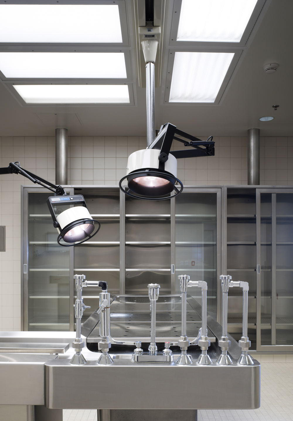 UCIrvine Douglas Hospital Interior - Operating Room 02.jpg