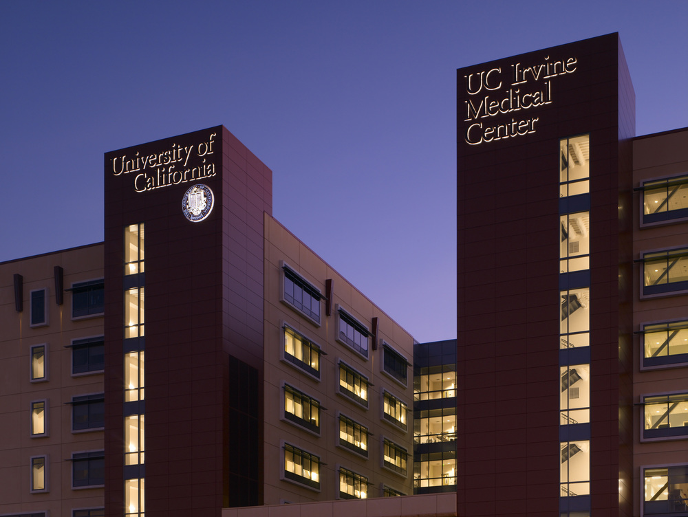 UCIrvine Douglas Hospital Exterior - Dusk 07.jpg