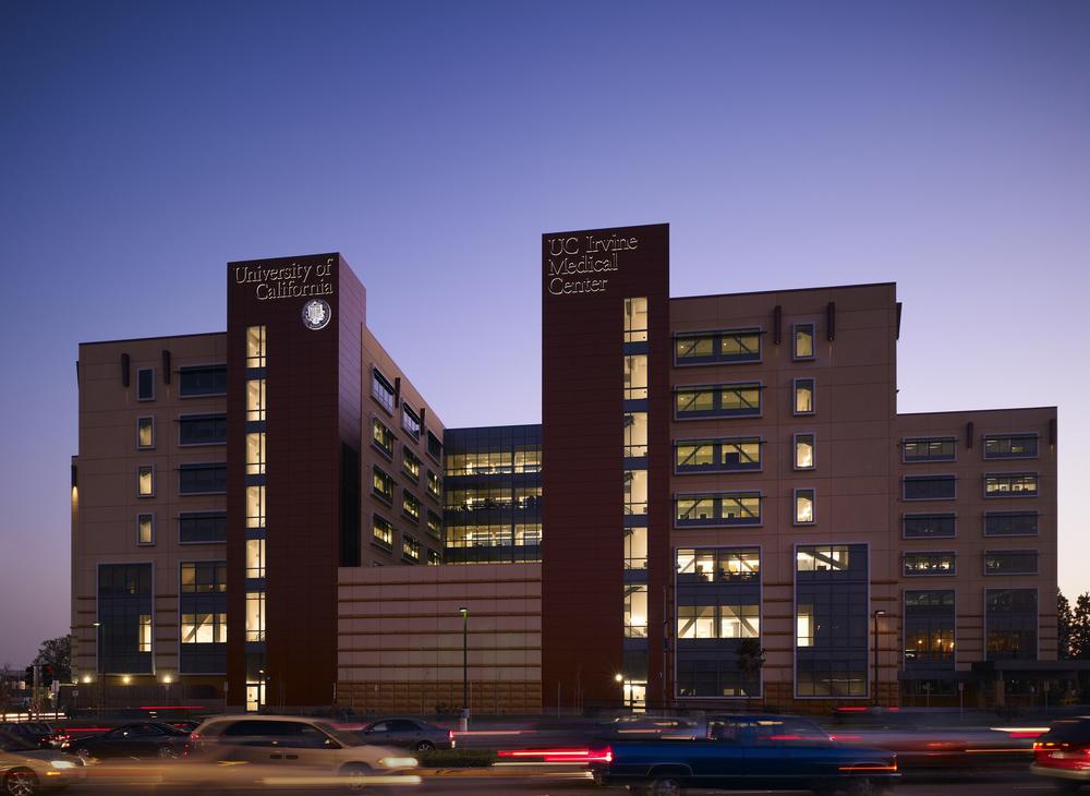 UCIrvine Douglas Hospital Exterior - Dusk 06.jpg